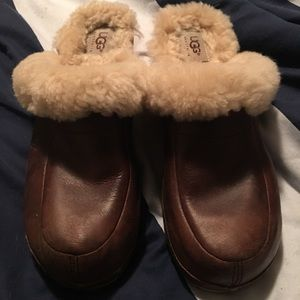 UGG FUR-LINED CLOGS